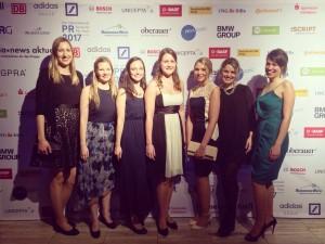 Das kommoTeam beim PR Preis (v.l.n.r.): Lina-Marie Vogt, Inga-Marit Nölle, Kathrin Kamm, Katharina Marg, Katharina Schober, Josefine Postatny, Stephanie Winkler