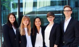 Der neue LPRS-Vorstand: Gertrud Kohl (Leiterin Mitgliedermanagement),  Gina Cimiotti (Leiterin Kommunikation),  Thu Hoai Bui (Vorstandsvorsitzende),  Josephine Kreutzer (stellv. Vorstandsvorsitzende und Leiterin Veranstaltungen)  und Christopher Golombek (Finanzvorstand)